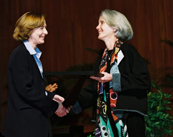 MIT President Susan Hockfield presents an award to Evelyn Perez, 2005. (Photo credit MIT Rewards & Recognition)